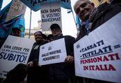 Una. manifestazione di pensionati a Roma organizzata l'anno scorso