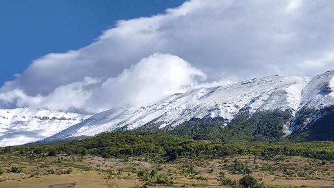 Meteo, la neve caduta sul massiccio della Majella in Abruzzo (Ansa)