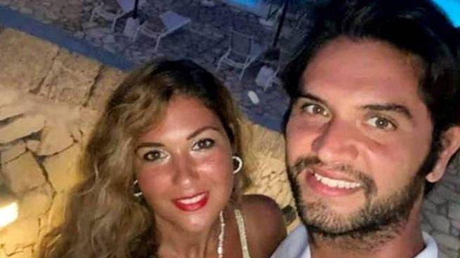 L'arbitro Daniele De Santis e la fidanzata Eleonora Manta (Fotogramma)