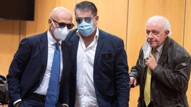 Antonio Ciontoli con i suoi avvocati dopo la sentenza dell'appello bis (Ansa)