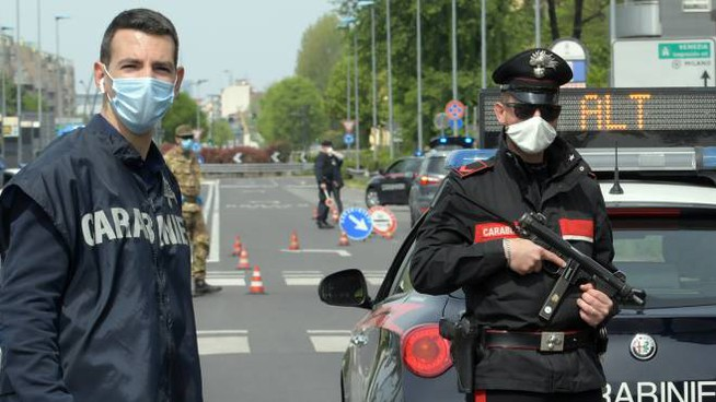 I carabinieri hanno arrestato un 19enne straniero, il più grande della banda