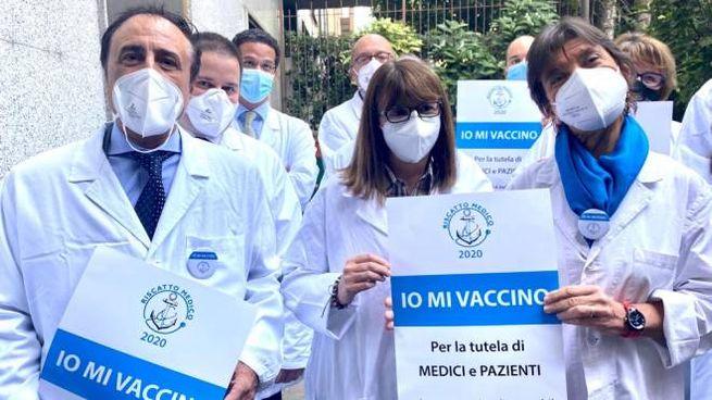 """""""Io mi vaccino"""" è la campagna partita da Milano e promossa da molti Ordini dei medici"""