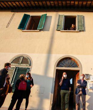 L'edificio della ex scuola di Sant'Angelo a Lecore che ospita anche il progetto di housing sociale