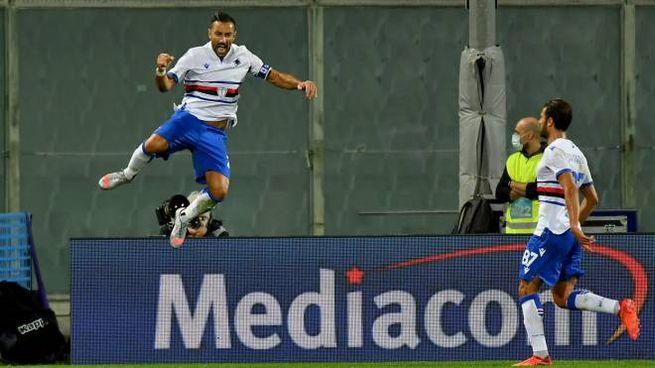 Fiorentina-Sampdoria, l'esultanza di Quagliarella dopo il gol (Ansa)