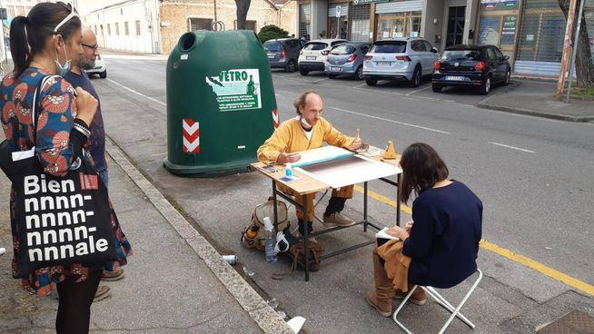 Guido Mitideri all'opera in via Alessandria, poi la tappa in via Trieste