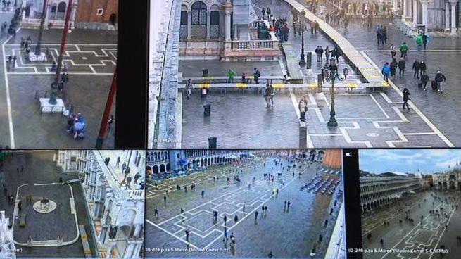 La situazione di piazza San Marco dopo l'entrata in funzione del Mose a Venezia (Ansa)