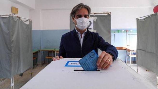 Giuseppe Falcomatà al voto (Ansa)