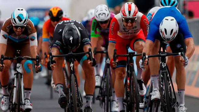 Giro d'Italia, arrivo in volata tappa 4 (Ansa)