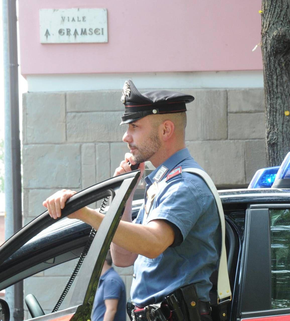 Controlli dei carabinieri in viale Gramsci, dove il problema spaccio è sentito