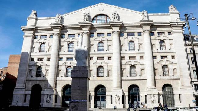 Il palazzo di Borsa italiana a Piazza Affari (Ansa)