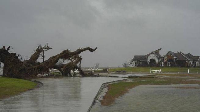 L'uragano Delta si abbatte sulla Louisiana (Ansa)