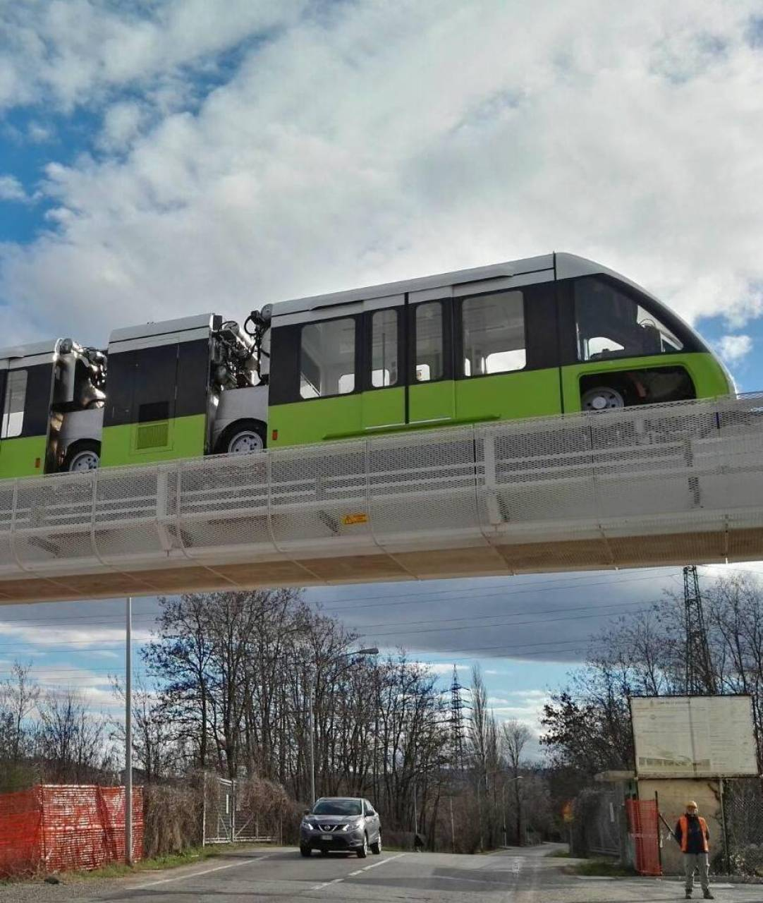 La navetta del People Mover in movimento durante i test Tra i problemi, il rumore delle ruote