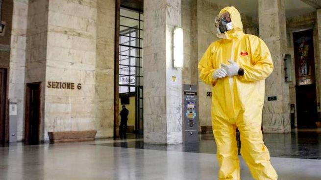 Coronavirus, operazioni di sanificazione al Tribunale di Milano (foto di repertorio)