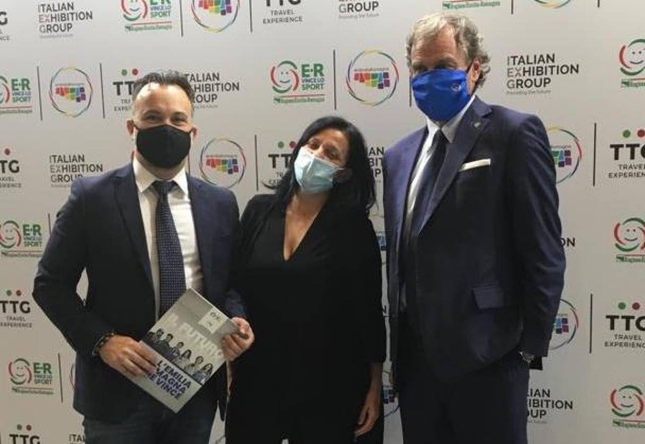 Emanuele Burioni, direttore di Apt Servizi Emilia Romagna, la sindaca di Riccione Renata Tosi e il presidente del Consorzio Cimone Luciano Magnani