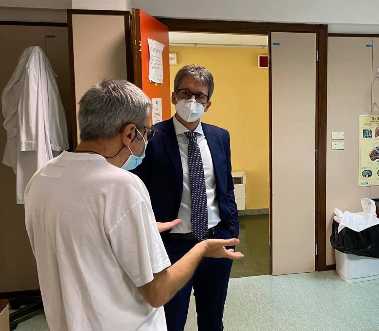 L'assessore in visita all'ospedale
