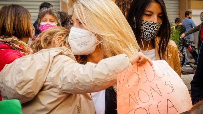 Manifestazione delle mamme contro la chiusura delle scuole in Campania (Napoli)