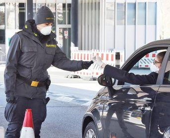 Svizzero cerca di esportare valuta, sequestrati quasi 60mila euro