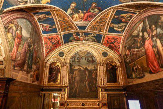Il Palazzo dei Priori e la Fontana Maggiore, simboli di Perugia. A sinistra: il Collegio del Cambio con i suoi preziosi affreschi