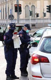 Controlli anti-Covid della polizia locale a Milano