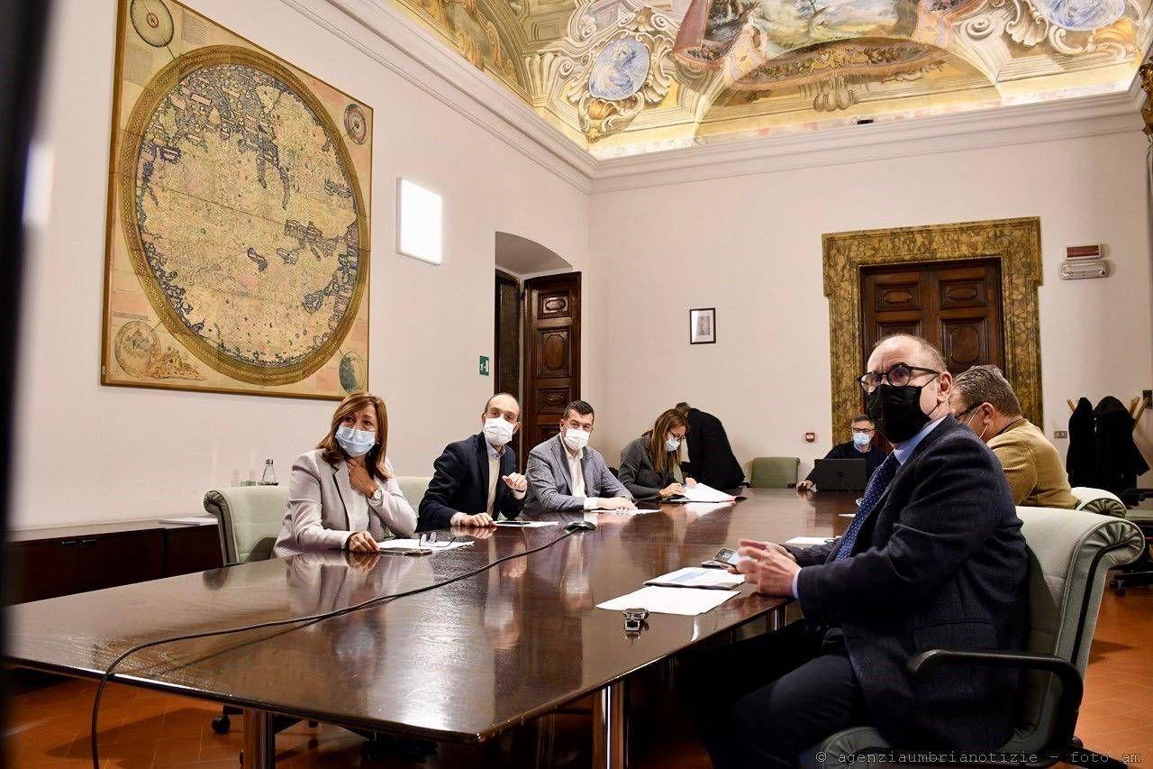 La governatrice Donatella Tesei ha presentato la nuova ordinanza