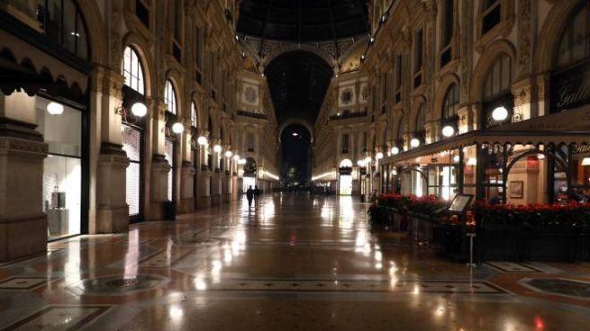 coprifuoco in galleria Vittorio Emanuele