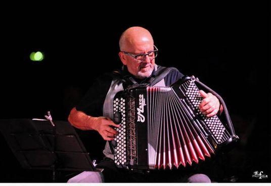 Claudio Ughetti, appassionato di fisarmonica, propone sonorità sudamericane