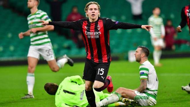 Celtic-Milan 1-3, Hauge festeggia il terzo gol (ansa)
