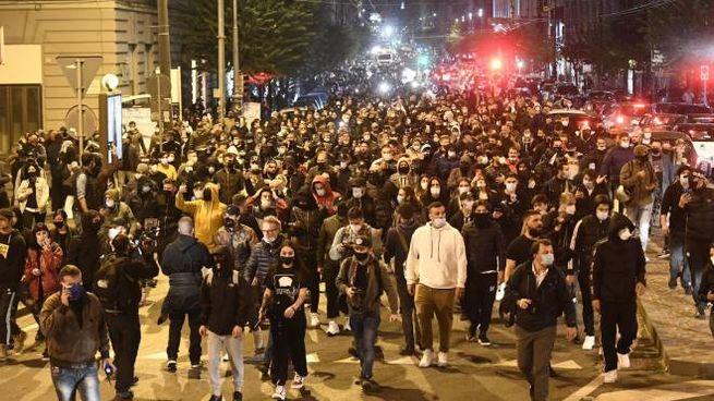 Centinaia a Napoli per protestare contro il coprifuoco (Ansa)