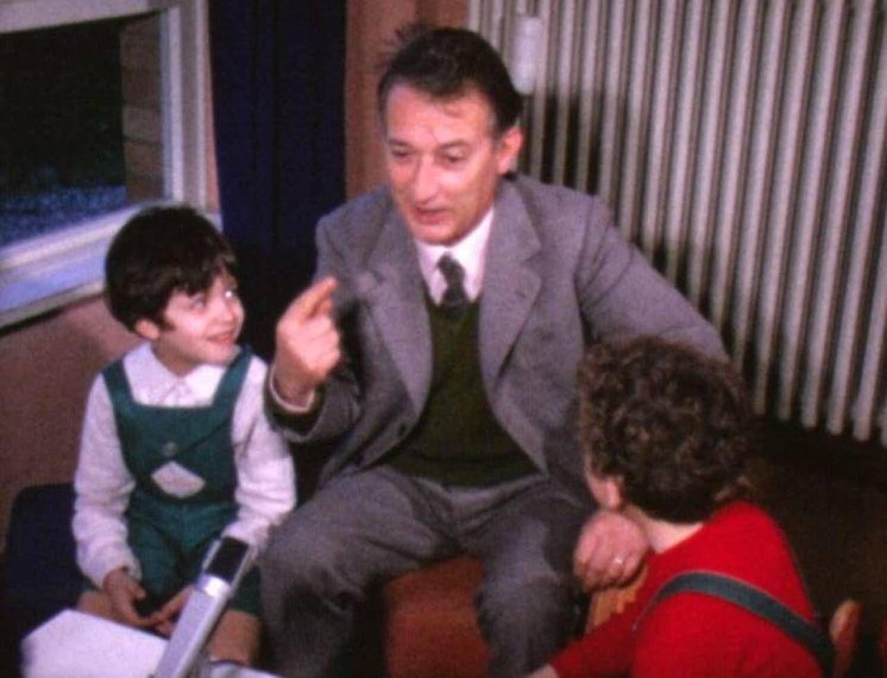 Gianni Rodari racconta 'Il Re dei Topi' ai bambini di una scuola nel 1972