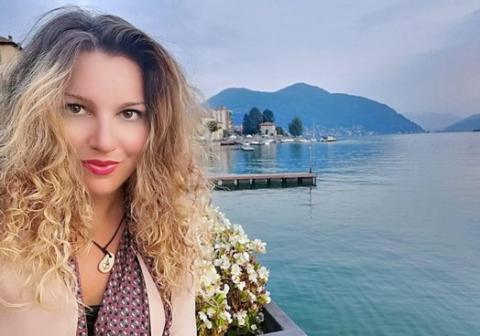 La professoressa Gioia Senesi è tra i 20 finalisti del concorso «Giallo Ceresio»