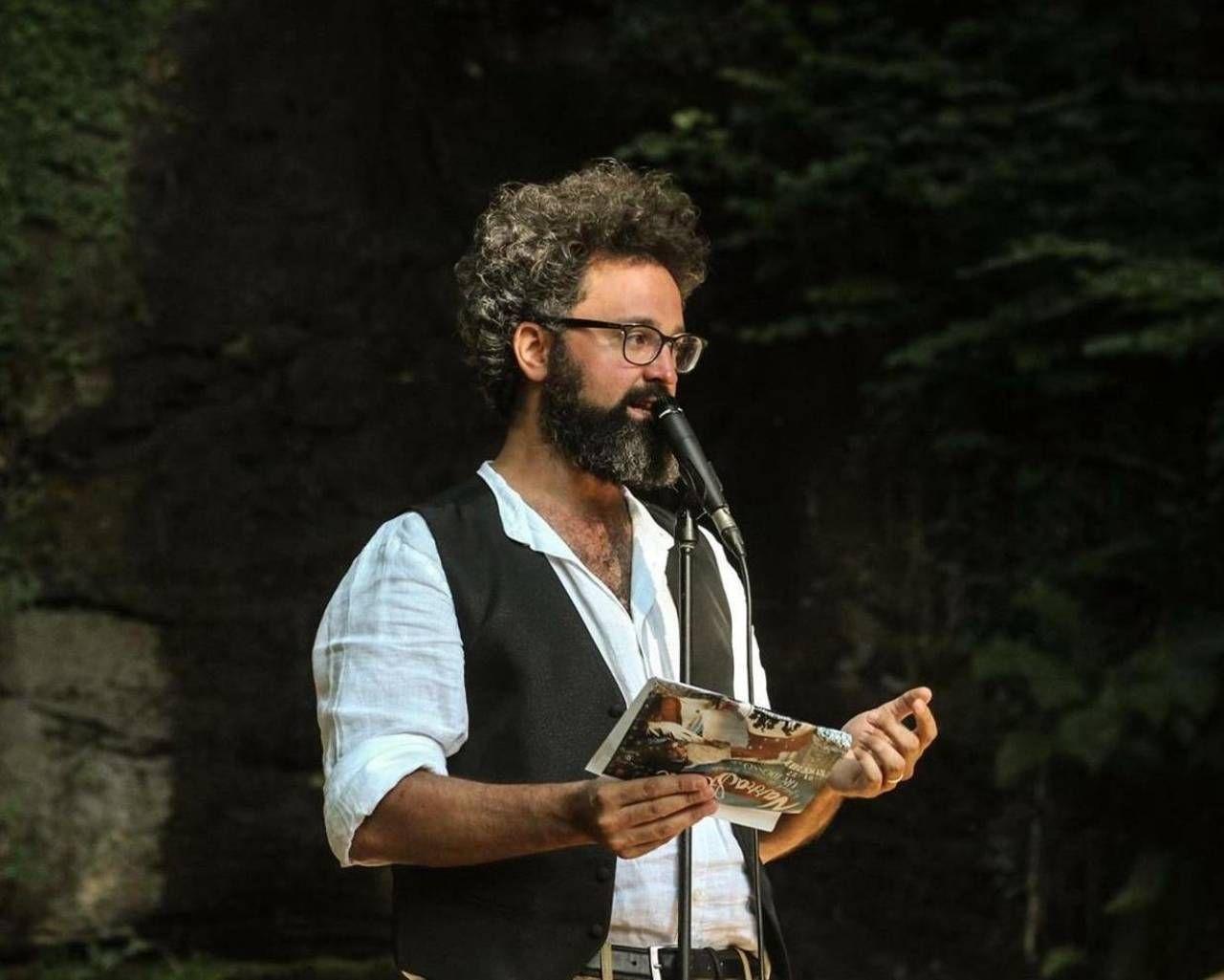 Il cantautore e attore teatrale romano Simone Cristicchi