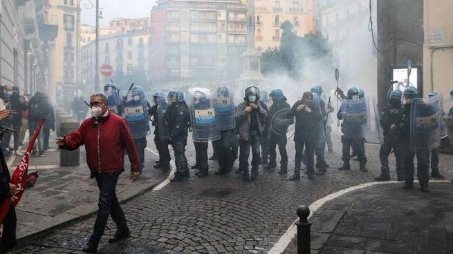 Ancora scontri a Napoli, oggi per le politiche di Confindustria (Ansa)