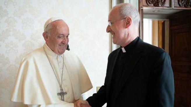 Padre James Martin insieme a papa Francesco