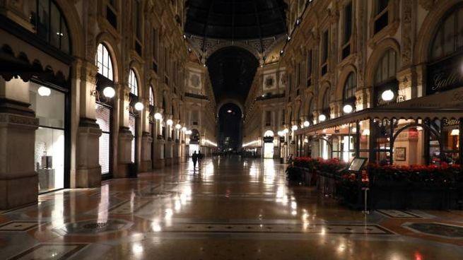 Coronavirus, galleria Vittorio Emanuele a Milano deserta (Ansa)