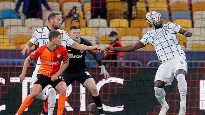 Shakhtar-Inter, un'azione offensiva di Romelu Lukaku (Ansa)