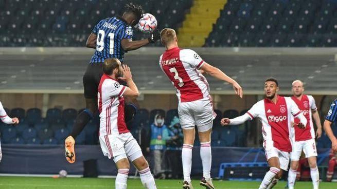 Atalanta-Ajax, il primo gol segnato da Duvan Zapata (Ansa)
