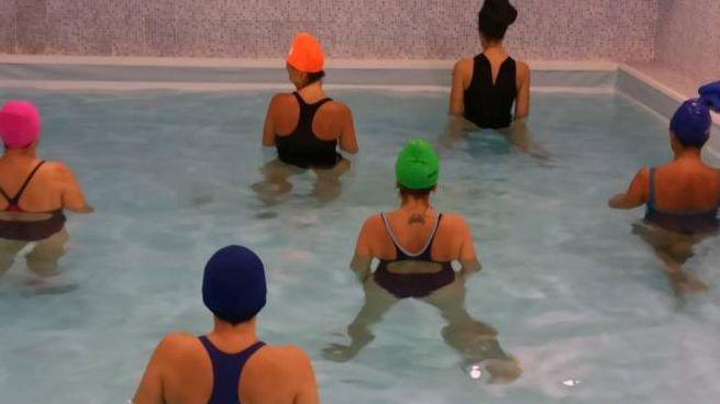 Utenti in piscina (foto d'archivio)