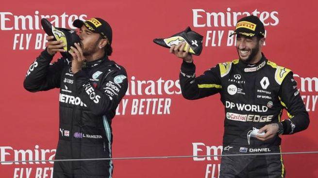 Hamilton e Ricciardo sul podio del Gp di Imola (Ansa)
