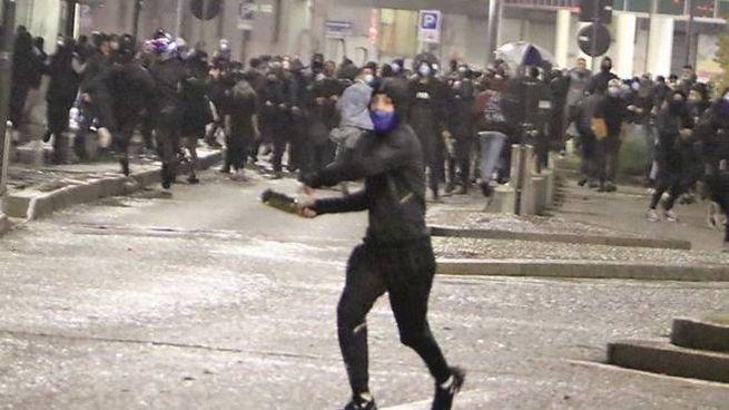 Disordini in corso Buenos Aires a Milano