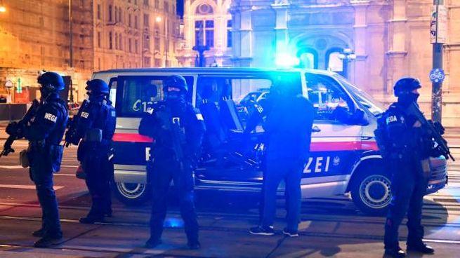 Attentato a Vienna, la polizia in strada (Ansa)