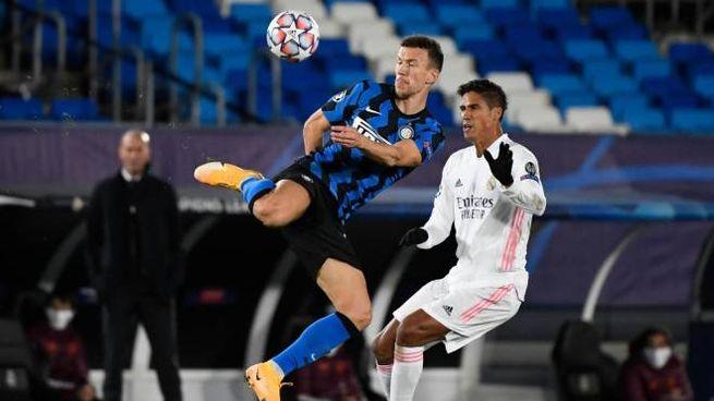 Real Madrid-Inter, Perisic pressato da Varane (Ansa)
