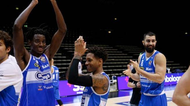 I giocatori di Treviso esultano dopo la vittoria con la Fortitudo (Ciamillo)
