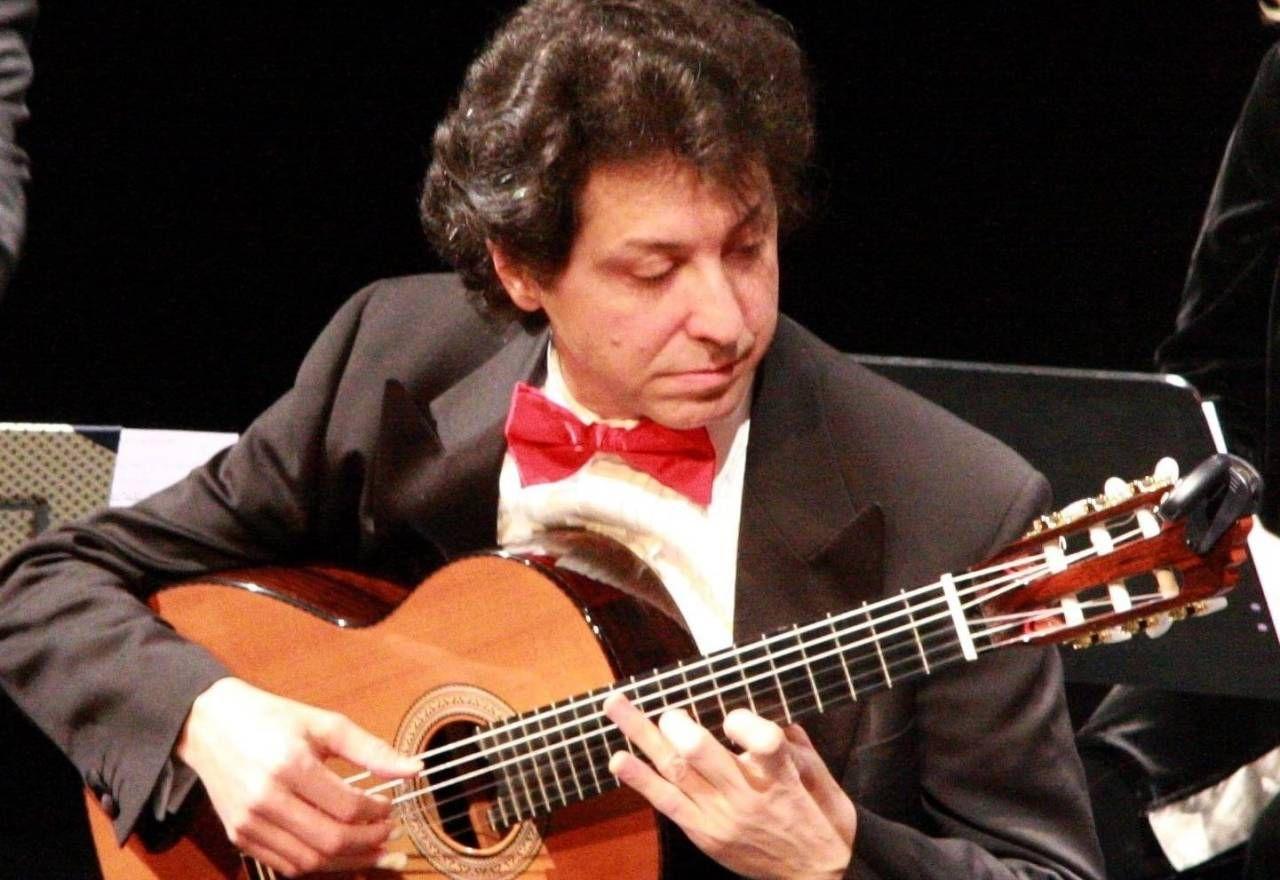 Il chitarrista Roberto Porroni