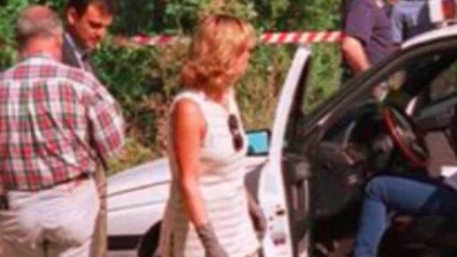 9 agosto 1997: investigatori accanto al taxi 22