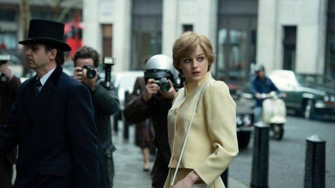 Una foto di scena di 'The Crown 4', la serie tv dedicata alla famiglia reale (Ansa)