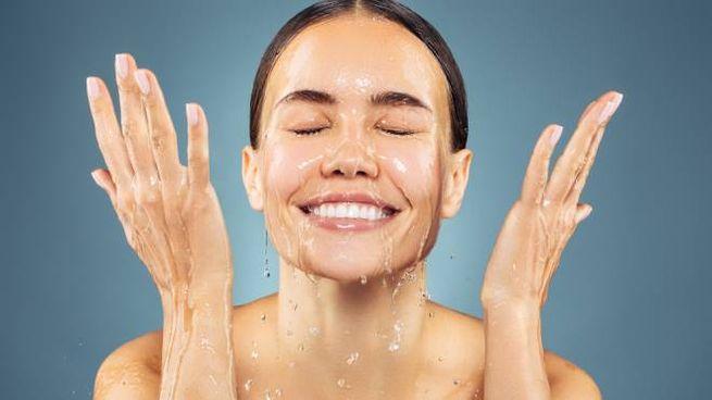 Lavare il viso in modo corretto