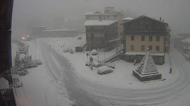 Ecco La Prima Neve In Toscana Le Immagini Dell Appennino Imbiancato Cronaca Lanazione It