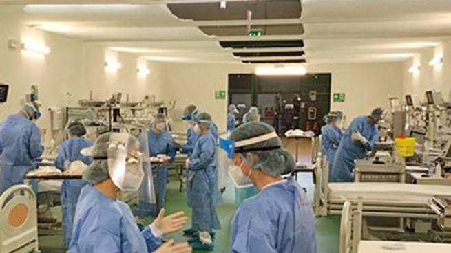 """Uno dei """"moduli"""" attivi presso la struttura sanitaria costruita dagli Alpini"""