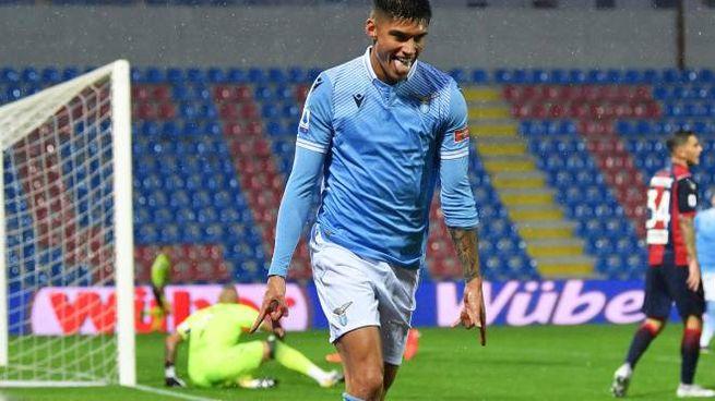 Correa esulta dopo il gol al Crotone (Ansa)