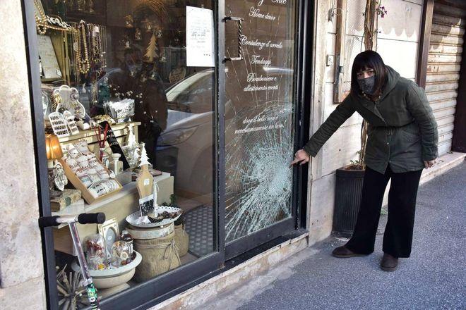 Livorno, notte di furti e scorribande nei negozi